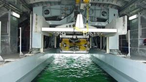 Drone subacvatice sunt lansate de pe drone plutitoare