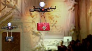 Drone folosite la prezentarea de modă de la Milano'18
